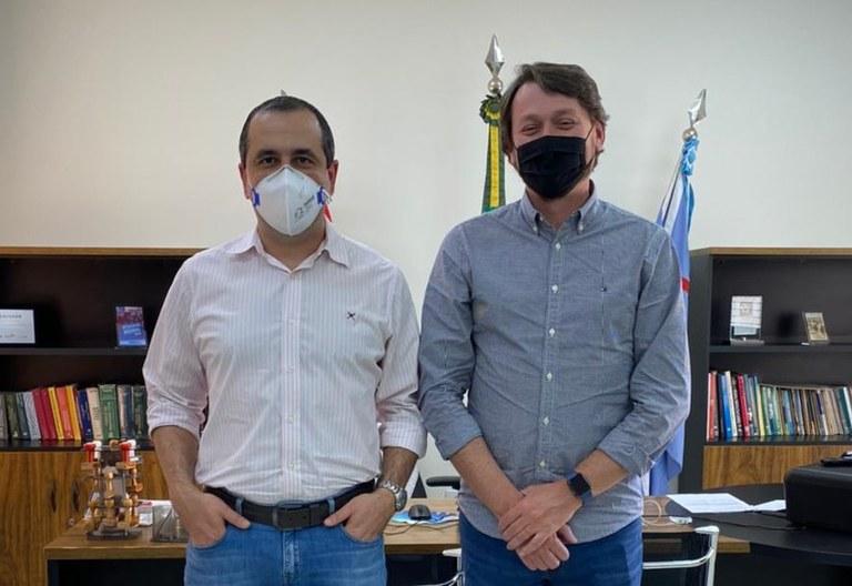 Presidente Vinícius Simili recebe visita de Empresário e ex-Vereador Kiko Binato